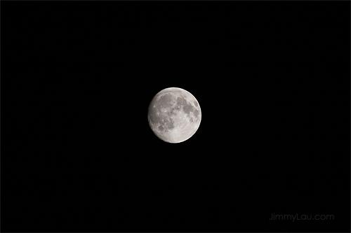 拍摄月亮需要什麼镜头?设定又如何?手持拍摄可行吗?
